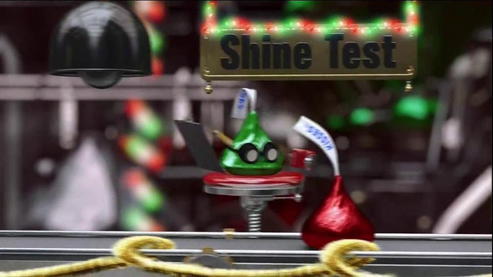 Hershey's Kisses TV Spot, 'Jingle Bells' - Screenshot 4