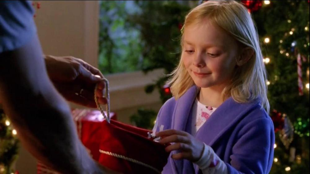 Hershey's Kisses TV Spot, 'Jingle Bells' - Screenshot 8