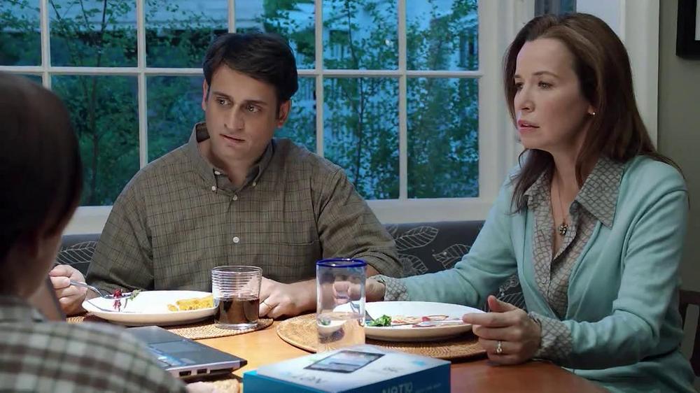 Net10 Wireless TV Spot, 'Dinner Table' - Screenshot 6