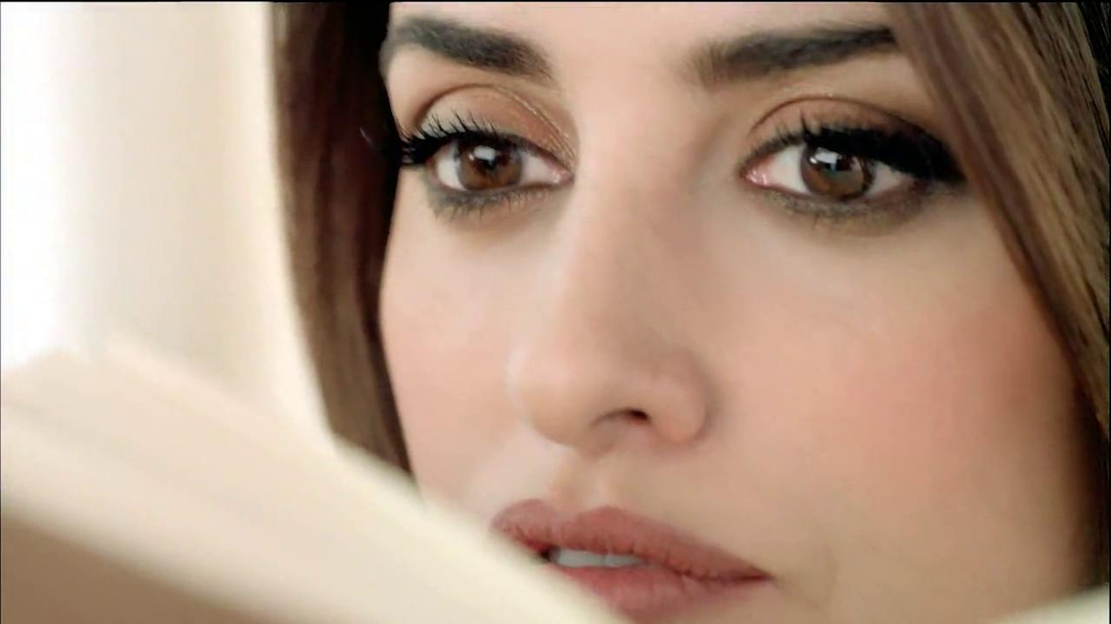 Nespresso TV Spot Featuring Penelope Cruz, Song by Lana Del Rey - Screenshot 4