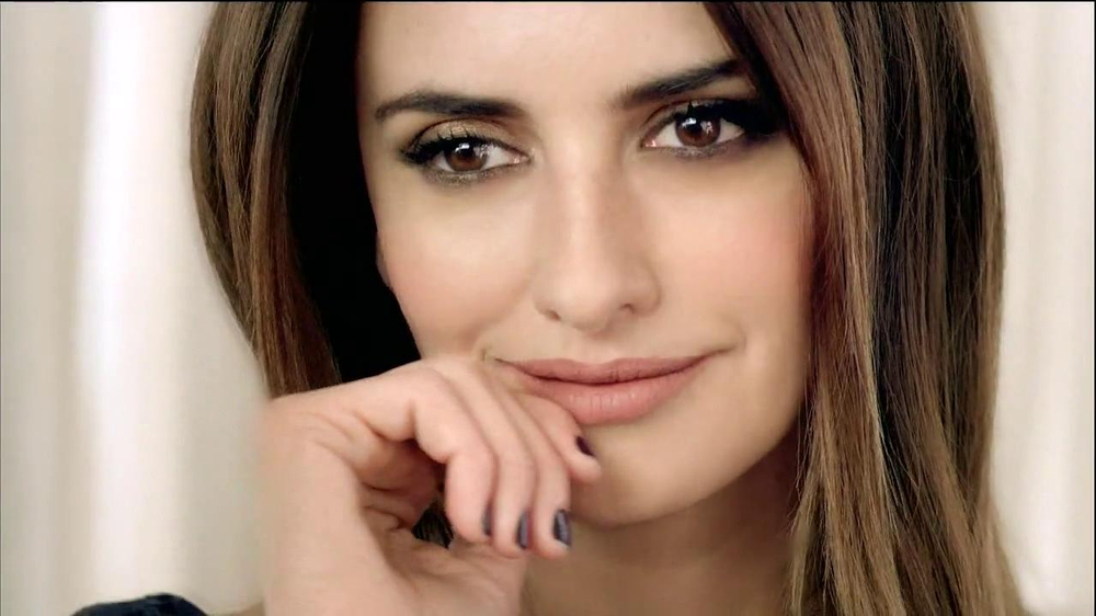 Nespresso TV Spot Featuring Penelope Cruz, Song by Lana Del Rey - Screenshot 7