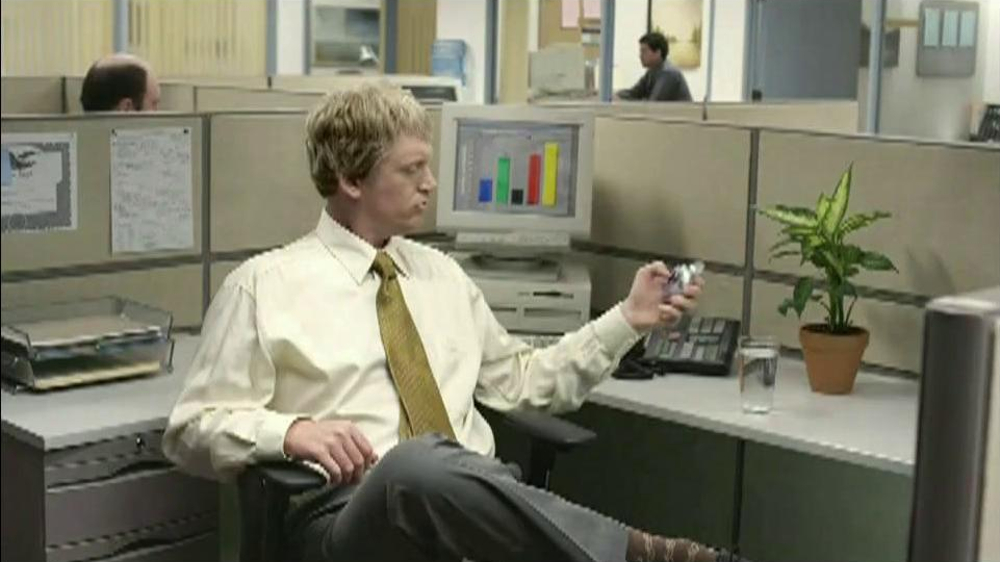 Berry Pomegranate MiO TV Spot, 'Office Transformation' - Screenshot 1