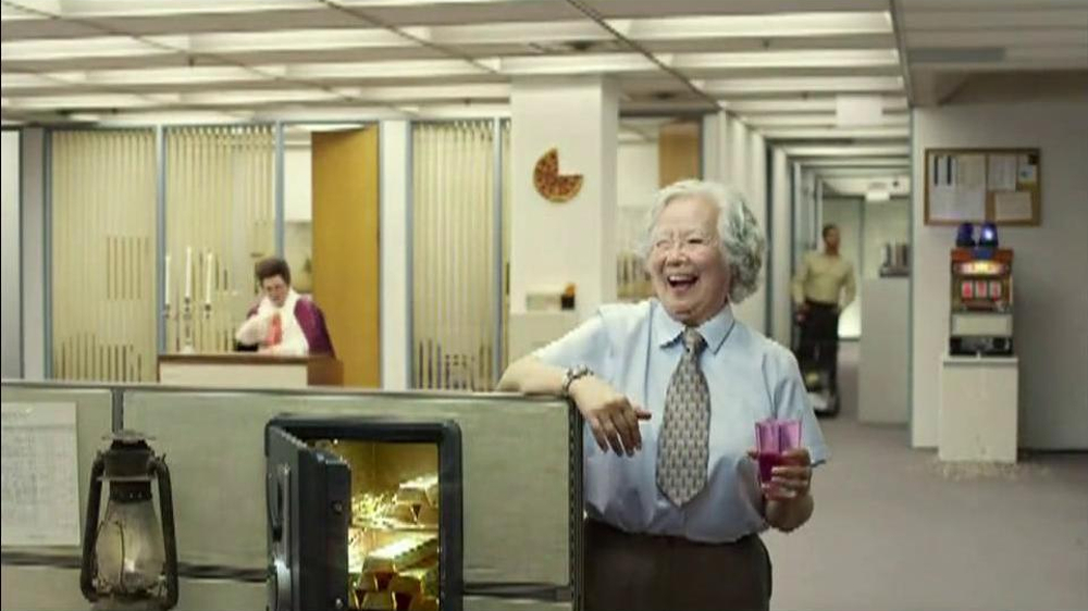 Berry Pomegranate MiO TV Spot, 'Office Transformation' - Screenshot 10