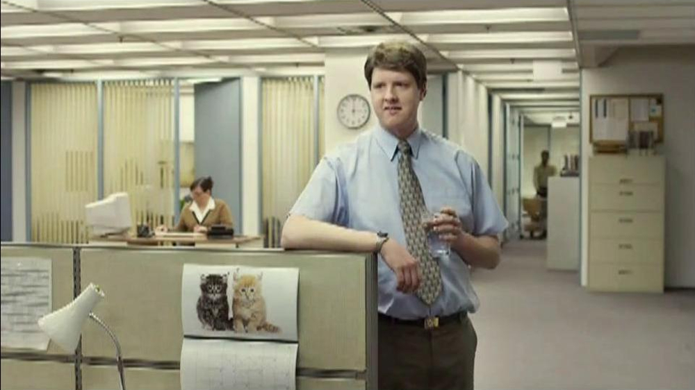 Berry Pomegranate MiO TV Spot, 'Office Transformation' - Screenshot 2