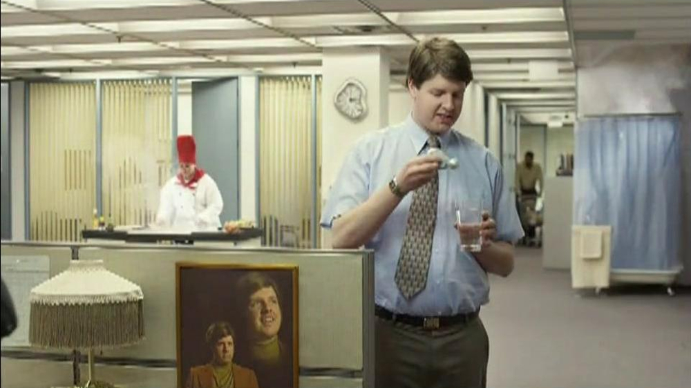 Berry Pomegranate MiO TV Spot, 'Office Transformation' - Screenshot 5