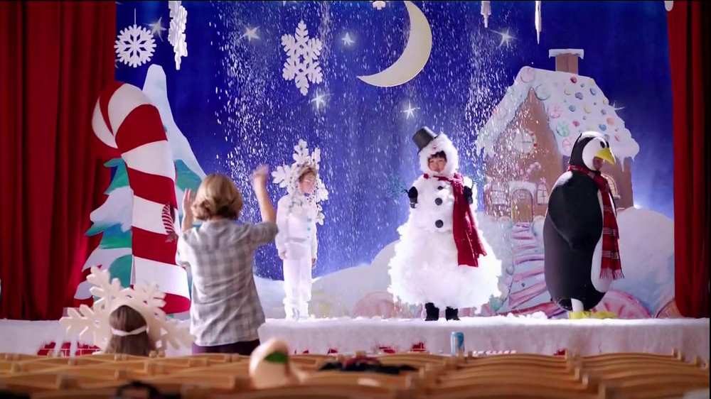 Wendy's Mozzarella Chicken Supreme TV Spot, 'Holiday Play' - Screenshot 1
