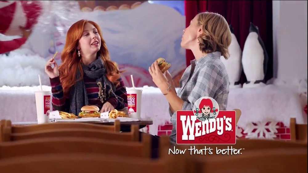 Wendy's Mozzarella Chicken Supreme TV Spot, 'Holiday Play' - Screenshot 10