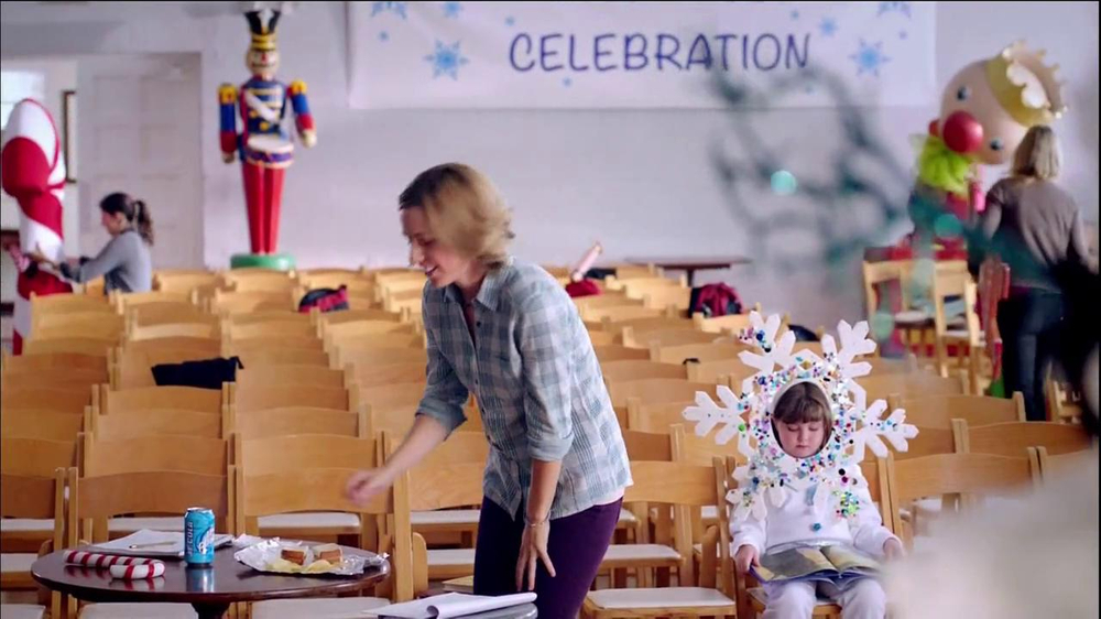 Wendy's Mozzarella Chicken Supreme TV Spot, 'Holiday Play' - Screenshot 2