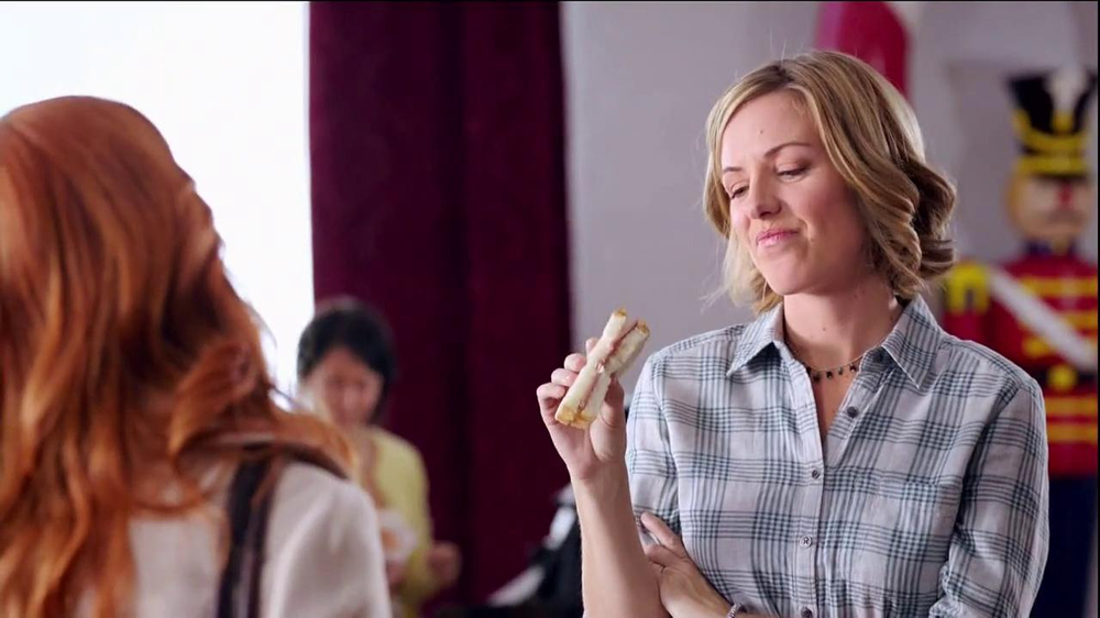Wendy's Mozzarella Chicken Supreme TV Spot, 'Holiday Play' - Screenshot 3