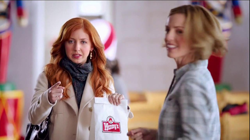 Wendy's Mozzarella Chicken Supreme TV Spot, 'Holiday Play' - Screenshot 6