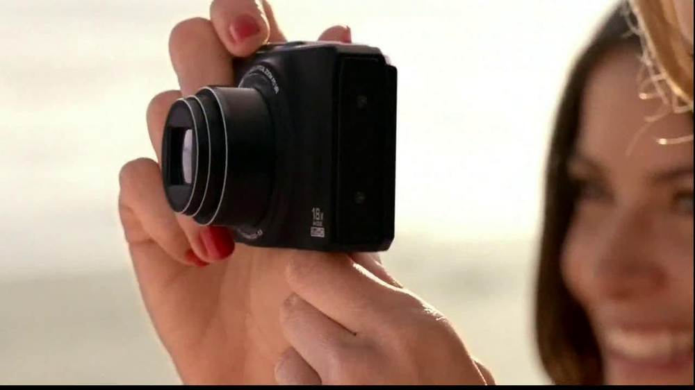 Nikon Coolpix S01 TV Spot Feating Ashton Kutcher - Screenshot 2