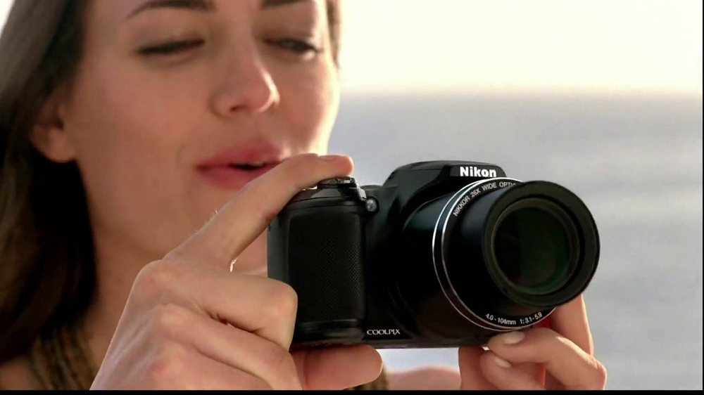 Nikon Coolpix S01 TV Spot Feating Ashton Kutcher - Screenshot 4