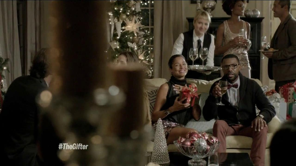 TJ Maxx, Marshalls and HomeGoods TV Spot, 'The Gifter' Featuring Olga Fonda - Screenshot 9