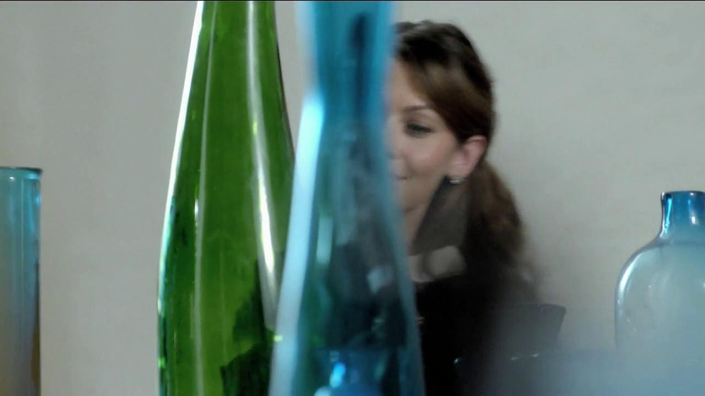 TJ Maxx, Marshalls and HomeGoods TV Spot, 'The Gifter' Featuring Olga Fonda - Screenshot 6