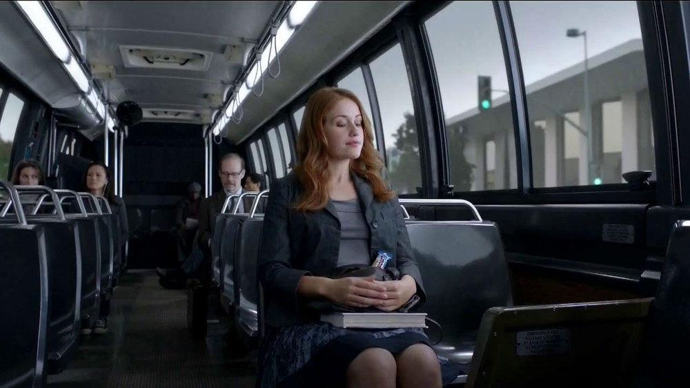 Almond Joy  and Mounds TV Spot, 'Bus' - Screenshot 1