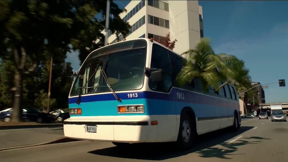 Almond Joy  and Mounds TV Spot, 'Bus' - Screenshot 4