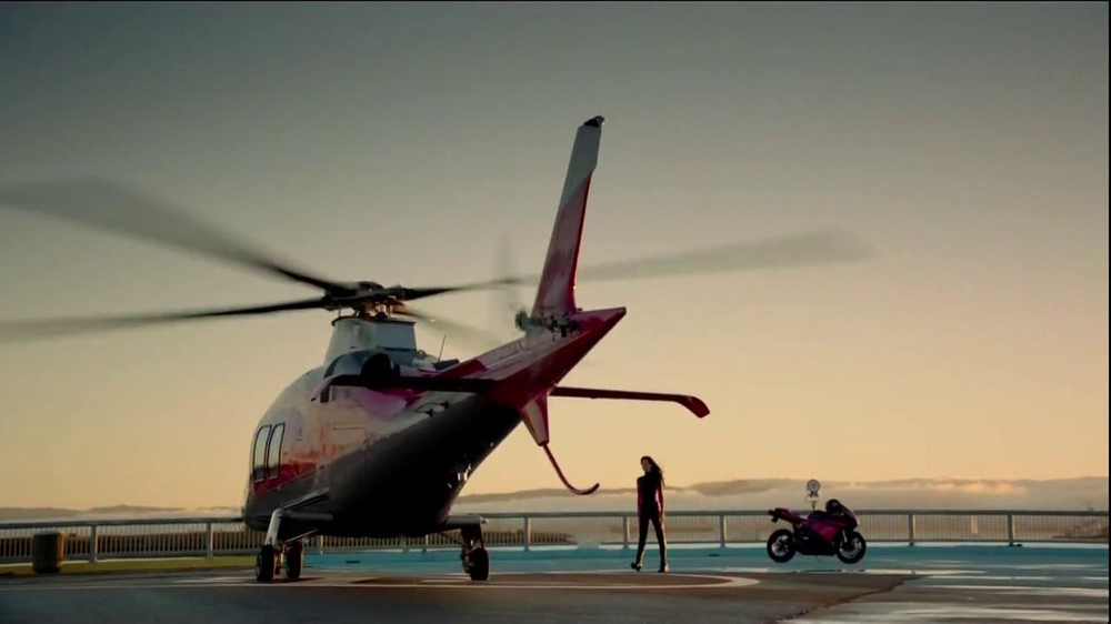 T-Mobile TV Spot, 'Helicopter' Song by Queens of the Stone Age - Screenshot 2