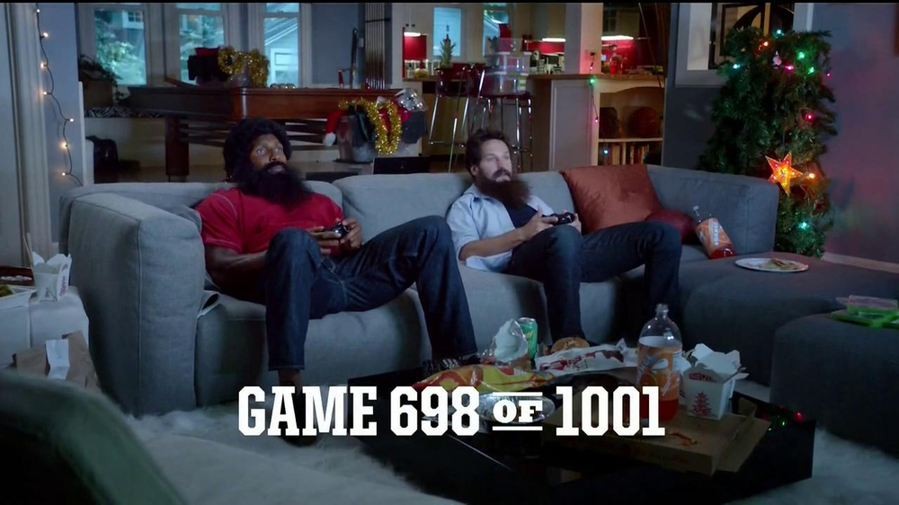 Madden NFL 13 TV Spot, 'Paul vs. Ray: Is It Christmas?' - Screenshot 2