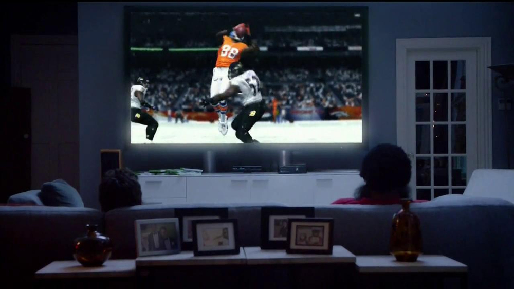 Madden NFL 13 TV Spot, 'Paul vs. Ray: Is It Christmas?' - Screenshot 3