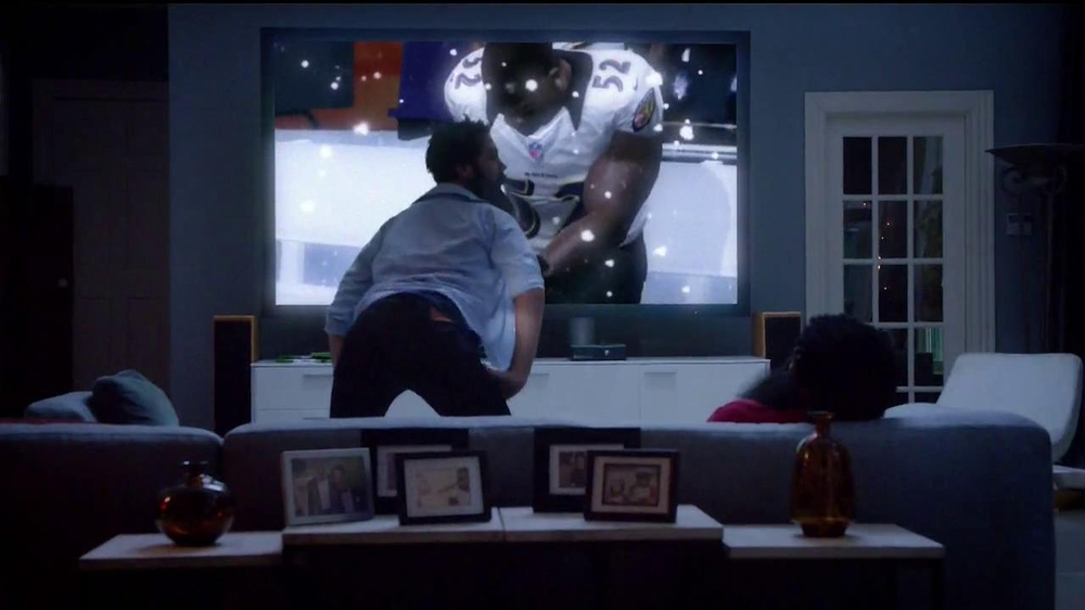 Madden NFL 13 TV Spot, 'Paul vs. Ray: Is It Christmas?' - Screenshot 6