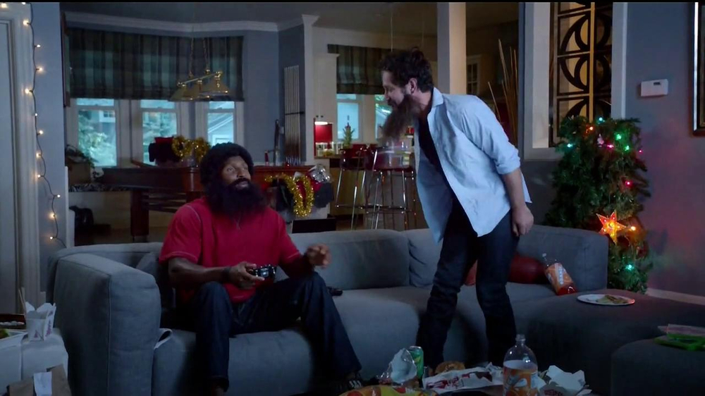 Madden NFL 13 TV Spot, 'Paul vs. Ray: Is It Christmas?' - Screenshot 7
