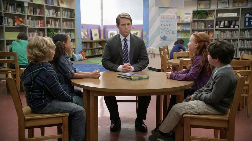 AT&T TV Spot, 'Bigger or Smaller' Featuring Beck Bennett - Screenshot 1