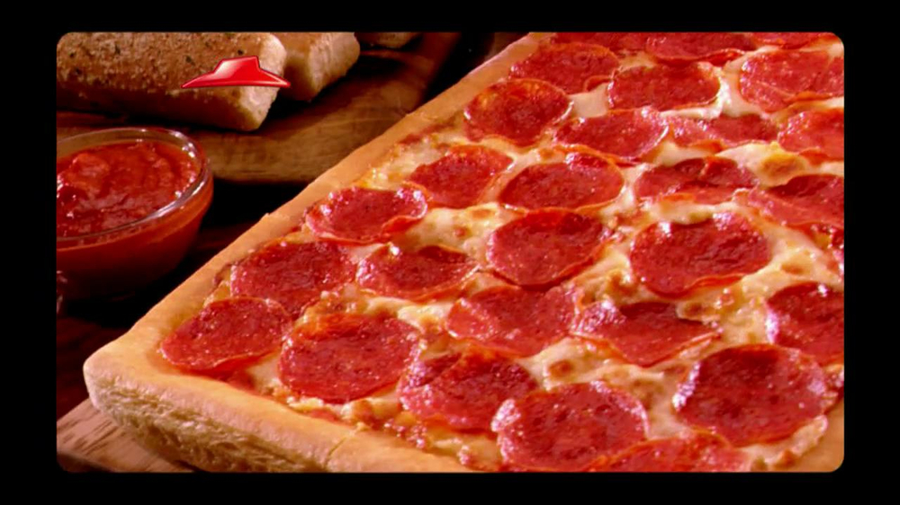 Pizza Hut Big Dinner Box TV Spot, 'One Up' Featuring Aaron Rodgers - Screenshot 4
