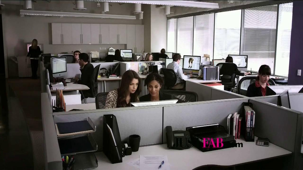 JustFab.com TV Spot, 'Office Excitement' - Screenshot 1