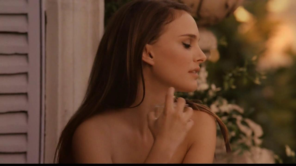 Miss Dior TV Spot Feat. Natalie Portman, Song by Serge Gainsbourg - Screenshot 6