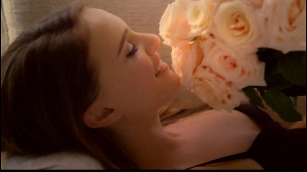 Miss Dior TV Spot Feat. Natalie Portman, Song by Serge Gainsbourg - Screenshot 9