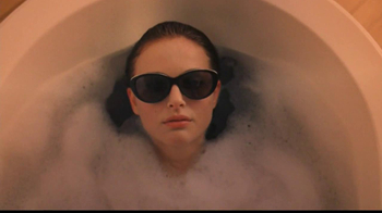 Miss Dior TV Spot Feat. Natalie Portman, Song by Serge Gainsbourg - Thumbnail 4
