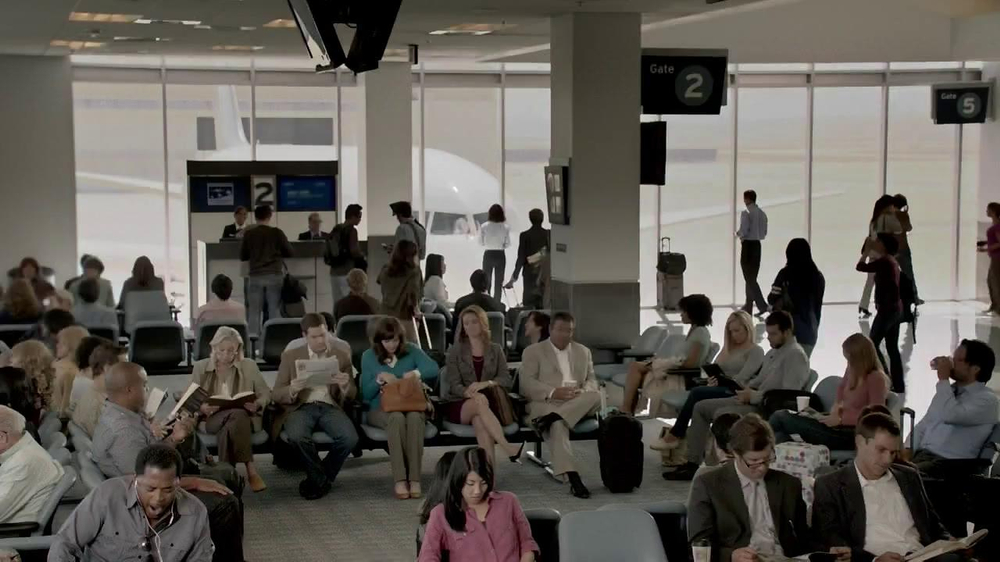 Jared TV Spot, 'Pandora at Airport' - Screenshot 1