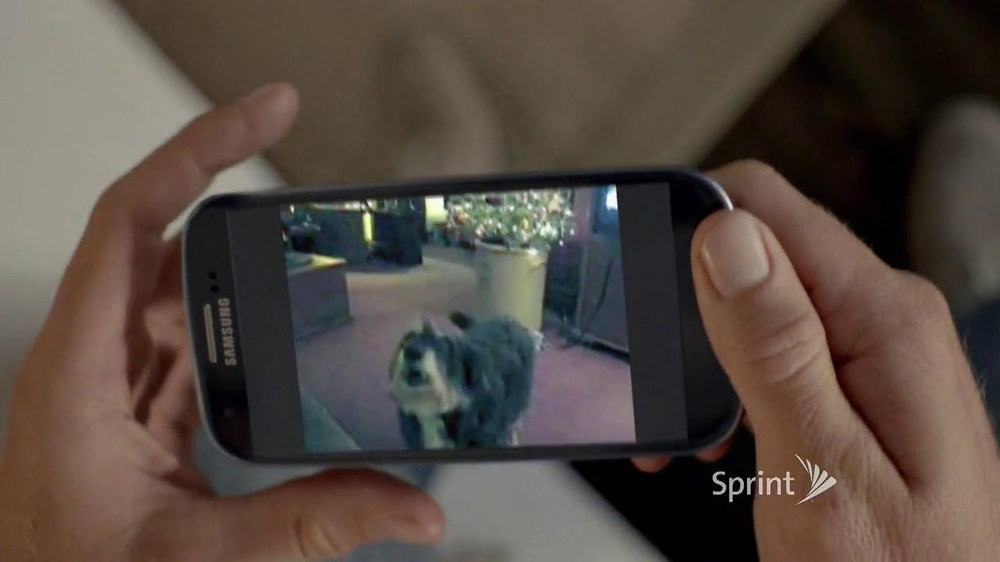 Sprint TV Spot, 'Animals Sing Deck the Halls' - Screenshot 2