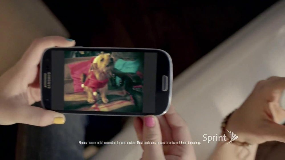Sprint TV Spot, 'Animals Sing Deck the Halls' - Screenshot 7