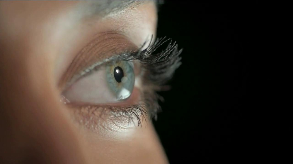 Olay Regenerist Eye & Lash Duo TV Spot  - Screenshot 1