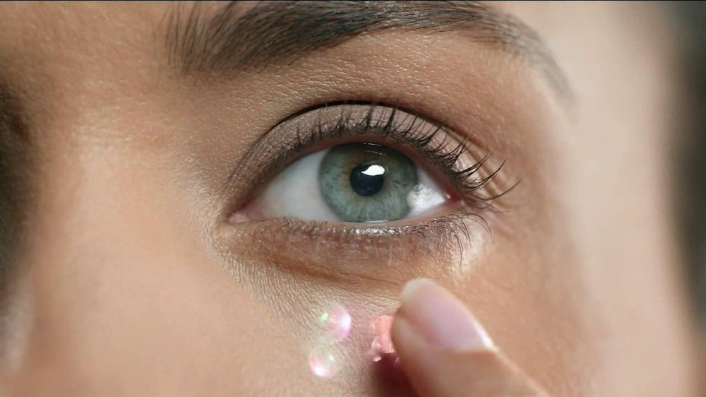 Olay Regenerist Eye & Lash Duo TV Spot  - Screenshot 7