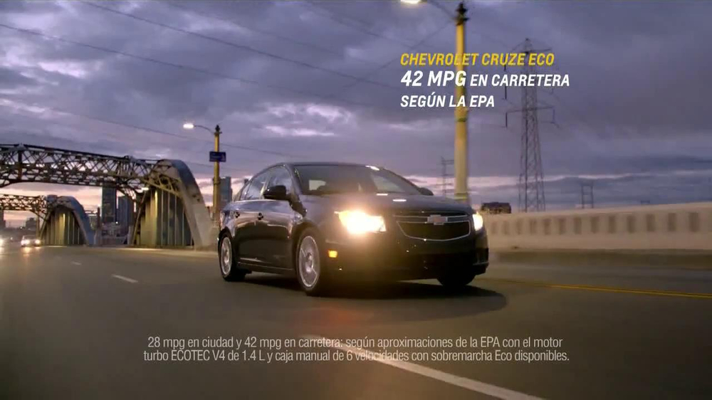 Chevrolet Cruze Eco TV Spot, 'Una Nueva Comunidad' [Spanish] - Screenshot 10
