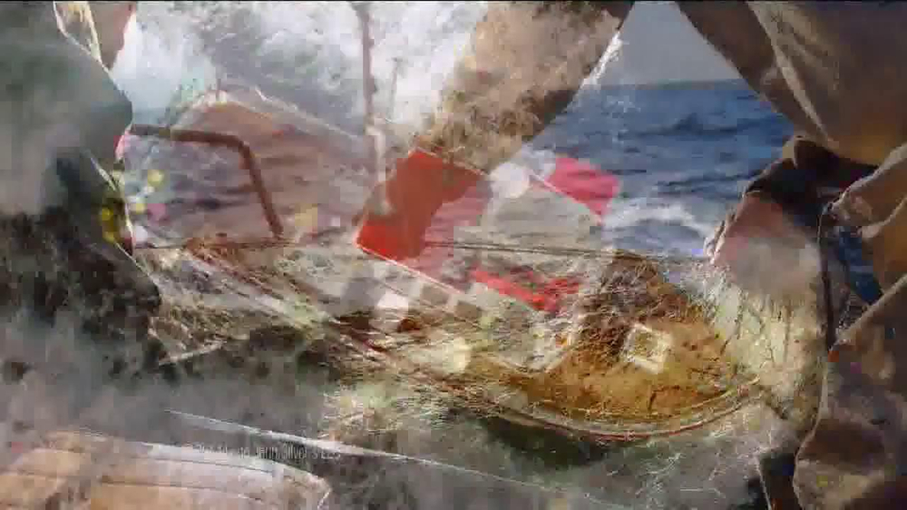 Long John Silver's Lobster Bites TV Spot, 'Ship' - Screenshot 2