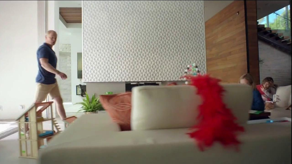2014 Cadillac ELR TV Spot, 'Poolside' - Screenshot 4