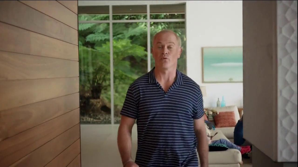 2014 Cadillac ELR TV Spot, 'Poolside' - Screenshot 5