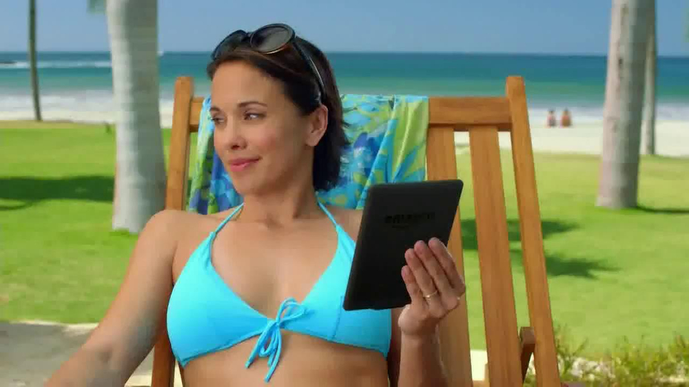 Amazon Kindle Paperwhite TV Spot, 'Poolside' Song by Cocoon - Screenshot 6