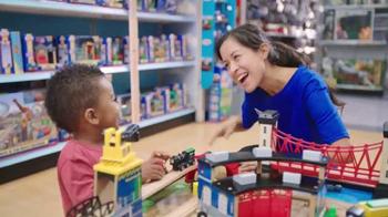Toys R Us TV Spot, 'Next Stop, Imagination Station' [Spanish]