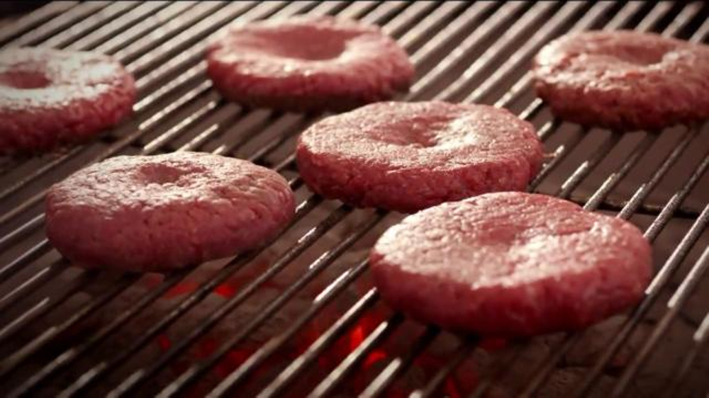 Walmart TV Spot, 'Tip for Grilling the Perfect Burger' Feat. Adam Richman - Screenshot 5