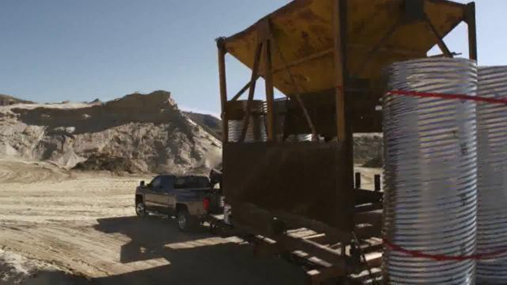 2015 Silverado Heavy Duty TV Spot, 'Best-in-Class Towing' - Screenshot 5