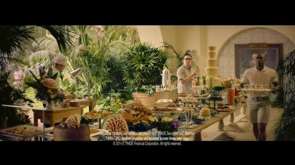 E*TRADE TV Spot, 'Talent Scout: Buffet' Featuring Kevin Spacey - Screenshot 10
