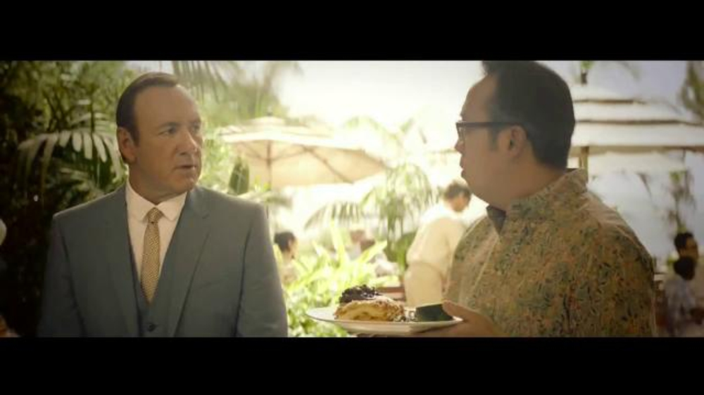 E*TRADE TV Spot, 'Talent Scout: Buffet' Featuring Kevin Spacey - Screenshot 5