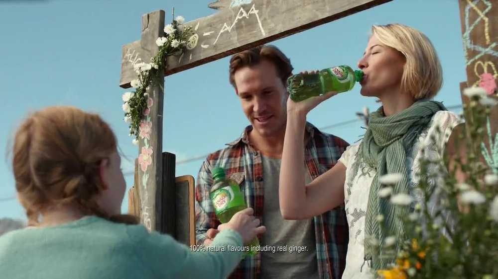 Canada Dry TV Spot, 'Ginger Ale Stand' - Screenshot 2