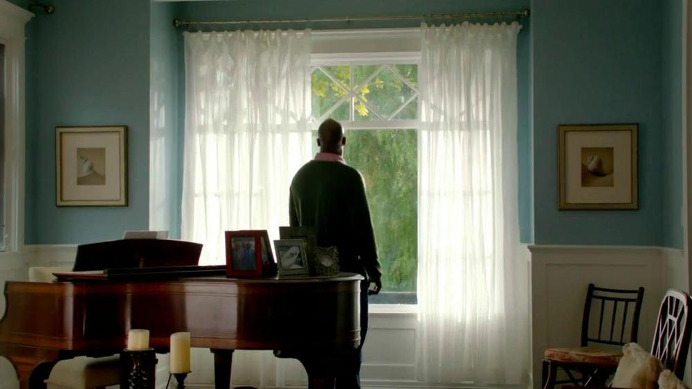 2013 Buick Regal Turbo TV Spot, 'Sewing White Quilt' - Screenshot 1