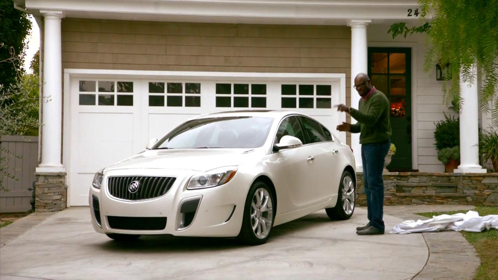 2013 Buick Regal Turbo TV Spot, 'Sewing White Quilt' - Screenshot 8