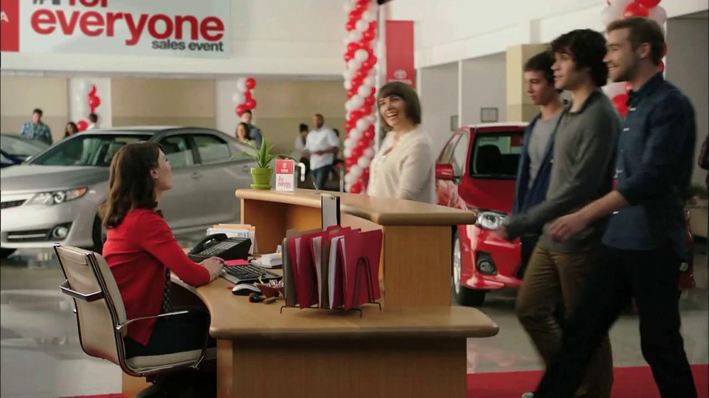 2013 Toyota Camry TV Spot, 'Hand-Me Downs' - Screenshot 1